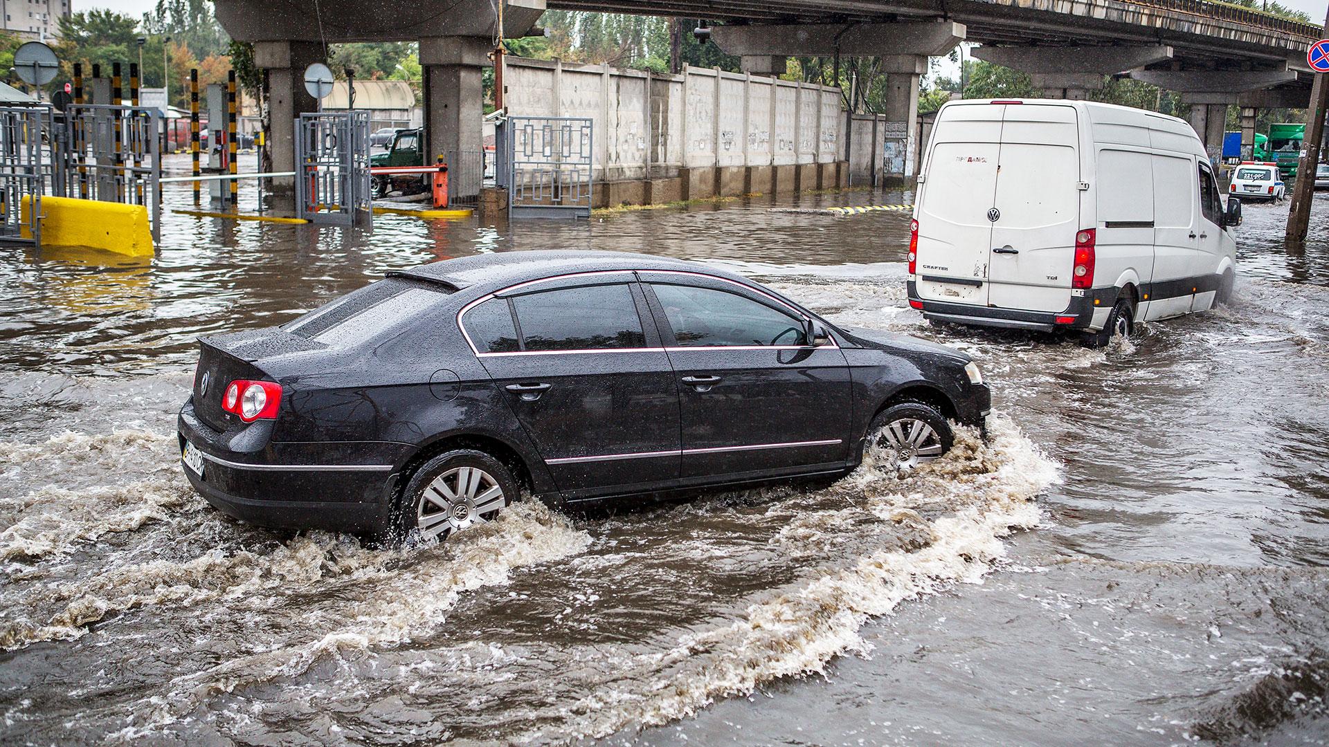 Klimagefahrenreport, überschwemmte Straße